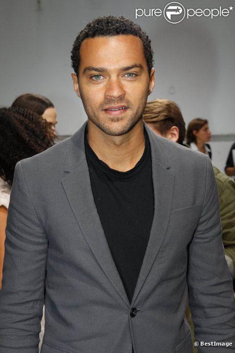 Jesse Williams en juin 2012 à Paris lors du défilé de prêt-à-porter Kris van Hassche.