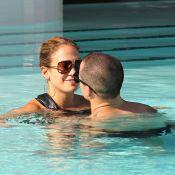 Jennifer Lopez cache ses formes mais affiche ses câlins avec son Casper