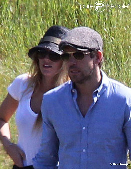 Blake Lively et Ryan Reynolds amoureux, en mars 2012 à los Angeles