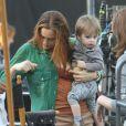 Alicia Silverstone avec son fils Bear Blu sur le plateau de la comédie  Gods Behaving Badly  à New York, le 19 septembre 2012.