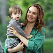 Alicia Silverstone : L'étrange maman passe de son fils à la bouche d'un acteur