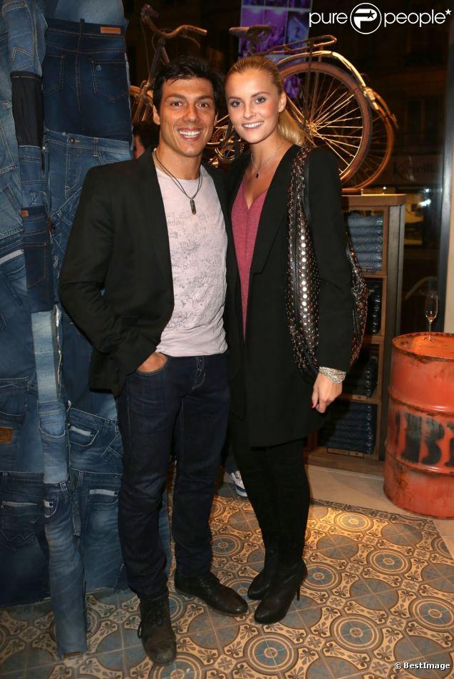 Taïg Khris et sa compagne Petra lors de l'inauguration de la première boutique Bonobo à Paris le 20 septembre 2012