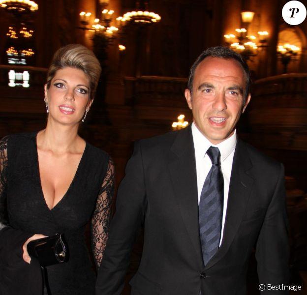 Nikos Aliagas et sa compagne Tina Grigoriou à Paris, le 9 septembre 2012.