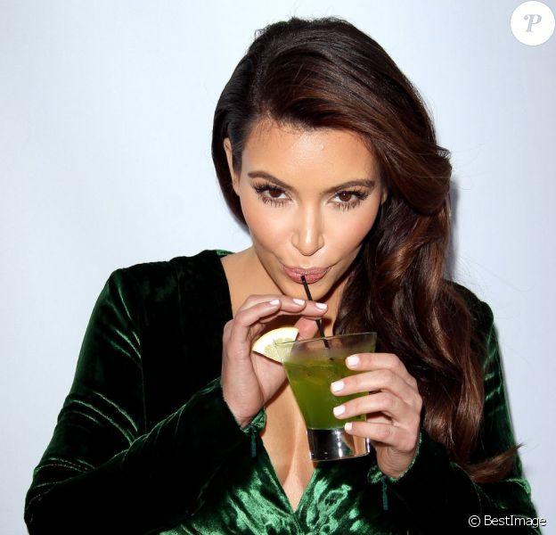 """Kim Kardashian à la soirée """"The Midori Makeover Parlour"""" à Santa Monica, le 25 septembre 2012"""