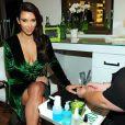 Kim Kardashian assiste à la présentation de la marque Midori Makeover Parlour au magasin Fred Segal à Los Angeles, le 25 septembre 2012