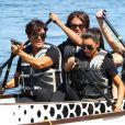Kim Kardashian et sa mère en pleine course de bateau pendant le South Florida Dragon Boat Festival au Haulover Park. Miami, le 29 septembre 2012.
