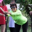 Kris Jenner, la maman et manager du clan Kardashian, n'a rien perdu de sa sensualité et de son énergie. A 56 ans, elle s'éclate au Haulover Park pendant le South Florida Dragon Boat Festival. Miami, le 29 septembre 2012.