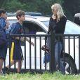 EXCLU : Laura Dern et son fils Ellery au bord d'un terrain de football à Santa Monica, le 3 octobre 2012.