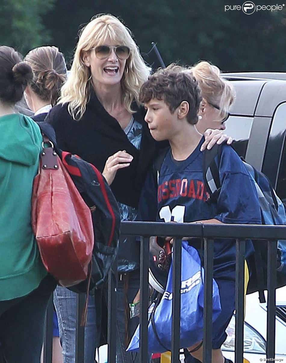 EXCLU : Laura Dern et son fils Ellery lors d'un match football à Santa Monica, le 3 octobre 2012.