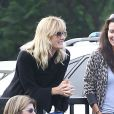 EXCLU : Laura Dern encourage son fils Ellery durant un match de football à Santa Monica, le 3 octobre 2012.