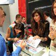 Kelly, Serena et Gaëlle des  Ch'tis débarquent à Mykonos  au Salon de l'automobile le 4 octobre 2012.