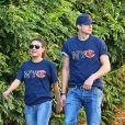 Mila Kunis et Ashton Kutcher, amoureux et fiers supporters new-yorkais des Chicago Bears. New York, le 23 septembre 2012.