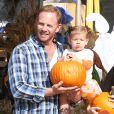 Ian Ziering se rend à la ferme aux citrouilles avec sa femme et leur fille Mia à West Hollywood le 6 octobre 2012.