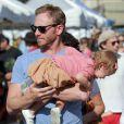 Ian Ziering fait ses courses avec sa femme et sa fille Mia au marché de West Hollywood le 7 octobre 2012.