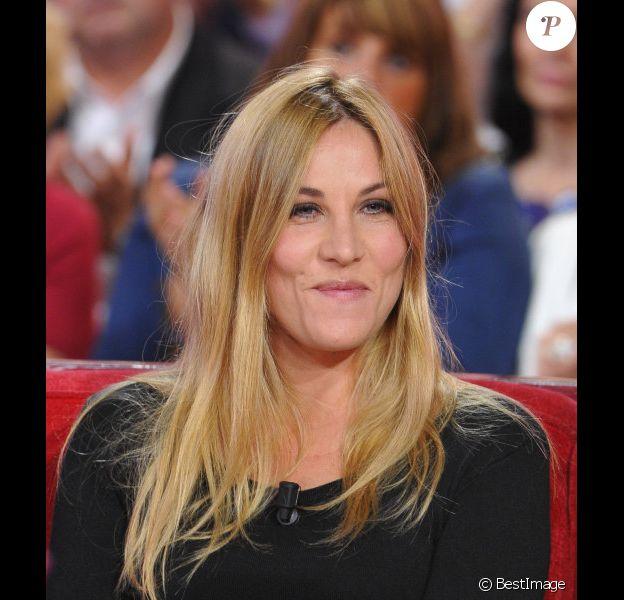 Mathilde Seigner lors de l'enregistrement de l'émission Vivement Dimanche à Paris le 9 octobre 2012