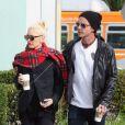 """""""Après dix ans de mariage, Gwen Stefani et Gavin Rossdale auraient quelques problèmes. Ils se rendaient le 8 octobre à une thérapie de couple et étaient surpris dans les rues de Studio City dans la journée du 11 octobre 2012."""""""