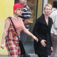 Cynthia Nixon et sa fille Samantha Mozes, bientôt 16 ans, dans les rues de New York le 30 septembre 2012.