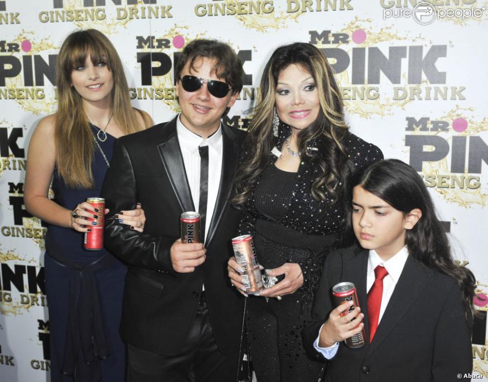 La Toya Jackson et ses neveux Prince, Paris et Blanket à la soirée de lancement de la boisson énergétique Mr. Pink Ginseng, au Beverly Wilshire Hotel à Los Angeles, le 11 octobre 2012.