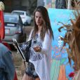Alessandra Ambrosio, superbe au naturel, se rend chez Mr Bones Pumpkin Patch à Los Angeles le 23 octobre 2012