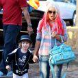 Christina Aguilera et son fils Max préparent Halloween à Los Angeles, le 14 octobre 2012. Dans