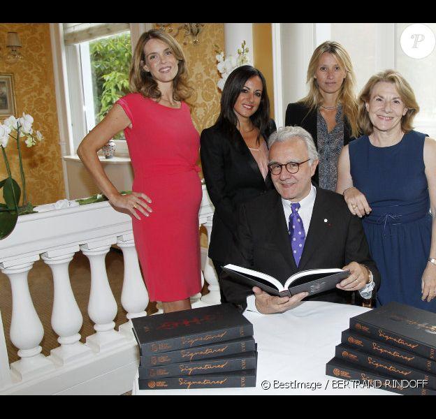 Julie Andrieu, l'occasion du lancement du livre CHC Signatures de Châteaux & Hôtels Collection d'Alain Ducasse, au restaurant Lasserre, le mardi 11 septembre.