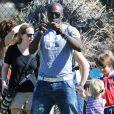 Seal prend ses enfants en photo dans un parc à Los Angeles le 27 octobre 2012.