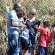 Seal profite d'un moment privilégié avec ses enfants à Los Angeles le 27 octobre 2012.