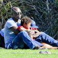Le chanteur Seal et son fils à Los Angeles le 27 octobre 2012.