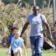 Seal est un père attentif avec ses enfants comme il le prouve au parc à Los Angeles le 27 octobre 2012.