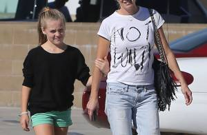 Jennie Garth, virée shopping avec ses filles mais sans son nouveau boyfriend