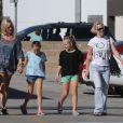 Jennie Garth accompagnée de ses filles et d'une amie à Los Angeles le 27 octobre 2012