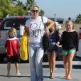 Jennie Garth et ses filles vont au centre commercial à Los Angeles le 27 octobre 2012