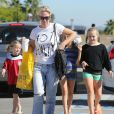 Jennie Garth et ses filles à Los Angeles le 27 octobre 2012