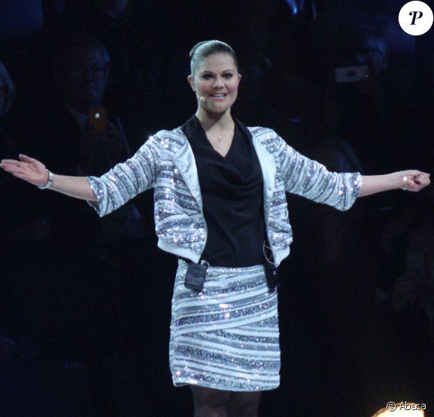 La princesse Victoria inaugurant avec enthousiasme, le 27 octobre 2012, du nouveau stade de Solna (Stockholm), la Friends Arena.