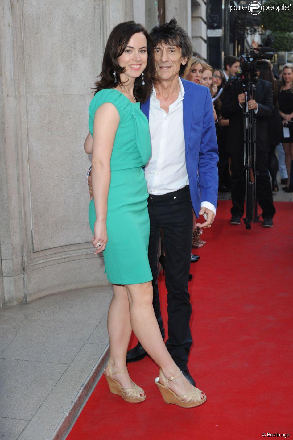 Ronnie Wood et Sally Humphreys le 24 juillet 2012 à Londres pour l'expo Andy Warhol.