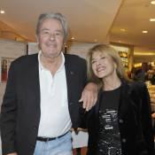 Alain Delon et Nicole Calfan : Une complicité non dissimulée !