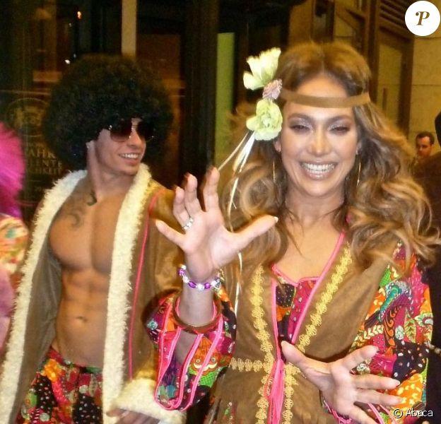 Jennifer Lopez et Caspert Smart célèbrent Halloween à Oberhausen, en Allemagne, le 31 octobre 2012.