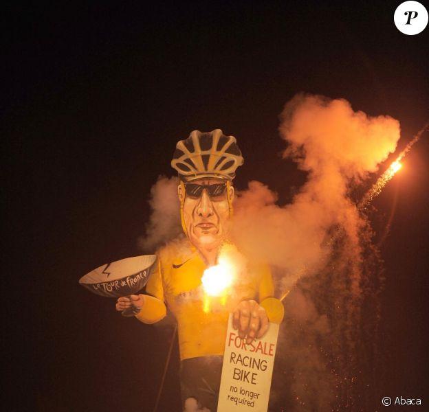 L'effigie de Lance Armstrong a été brûlée par l'Edenbridge Bonfire Society, le 3 novembre 2012 dans le Kent