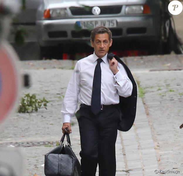 Nicolas Sarkozy quitte son domicile pour se rendre à ses nouveaux bureaux