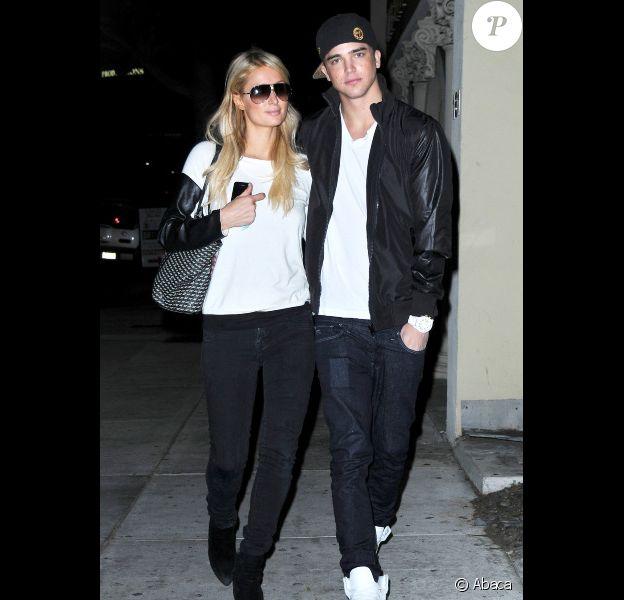 Paris Hilton et son amoureux River Viiperi vont dîner au restaurant Guy-Kaku, le 5 novembre 2012 à Los Angeles