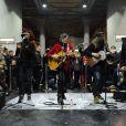 Matthieu Chedid, aka -M- a donné un concert surprise dans le métro parisien à la station Jaurès le 9 novembre 2012