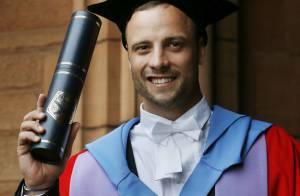 Oscar Pistorius : Très fier, l'athlète handicapé est fait docteur honoraire !