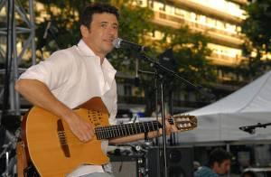 PHOTOS EXCLUSIVES : Patrick Bruel fait chanter les enfants !
