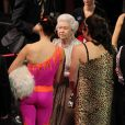 "La Reine Elisabeth II, le groupe One Direction, Ashleigh et son chien Pudsey - Soiree ""Royal Variety Performance"" a Londres, le 19 novembre 2012.  November 19, 2012 - Artists perform at the 2012 Royal Variety Performance at the Royal Albert Hall in London.19/11/2012 - Londres"