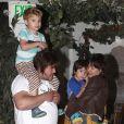 Jack Black et sa femme Tanya Haden ont emmené leurs fils Samuel et Thomas diner au California Pizza Kitchen de Sherman Oaks, le 20 novembre 2012