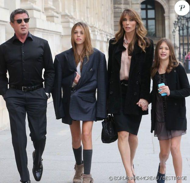 Sylvester Stallone, sa femme Jennifer Flavin et leurs filles Sistine et Scarlet quittent l'hôtel Crillon pour se rendre musée des Arts Décoratifs à Paris. Le 22 novembre 2012.