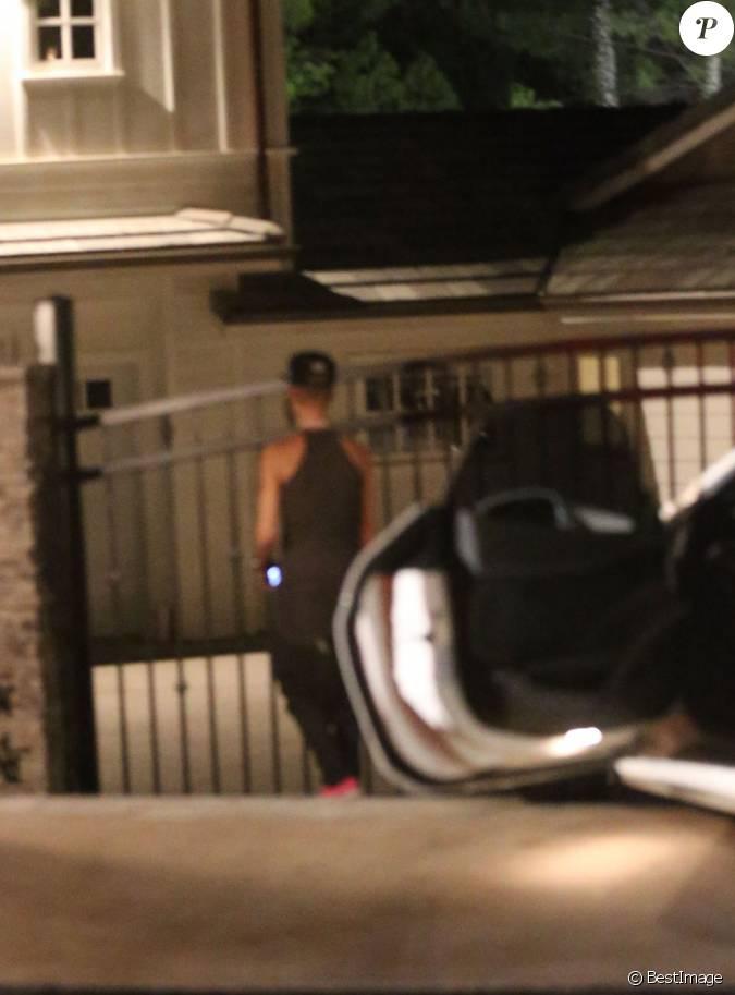 Justin bieber devant le portail de selena gomez qui - Maison de selena gomez ...