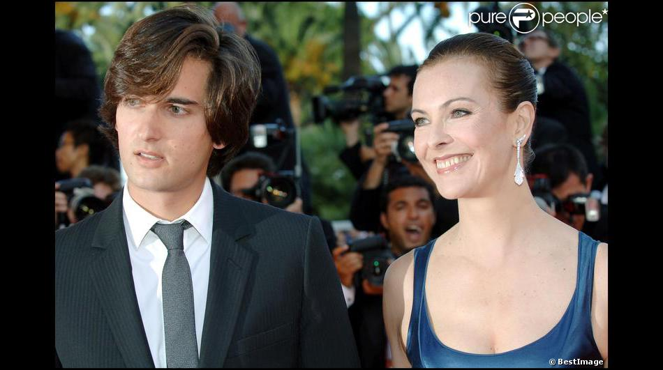 carole bouquet et son fils dimitri rassam lors du festival de cannes 2007. Black Bedroom Furniture Sets. Home Design Ideas