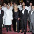 Bernard Montiel, Amanda Lear et les Maîtres Cuisiniers de France au dîner de gala de la Croix-Rouge à Paris le 29 novembre.