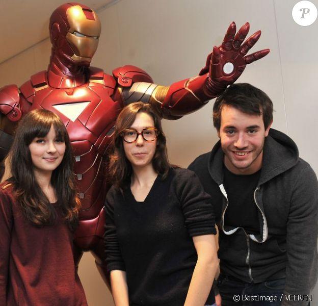 Les héros de la série Fais pas ci, fais pas ça - Lilian Dugois, Tiphaine Hass, Yaniss Lespert et Canelle Carre-Cassaigne -, en séance de dédicaces à la Fnac de Bercy, à Paris le 8 décembre 2012